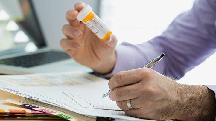 Để điều trị bệnh, hiện nay có hai loại thuốc được sử dụng là Ribavirin và Interferon. - Ảnh 7