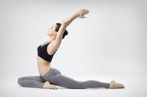Luyện tập yoga - Cách giảm mỡ bụng hiệu quả tại nhà - Ảnh 11